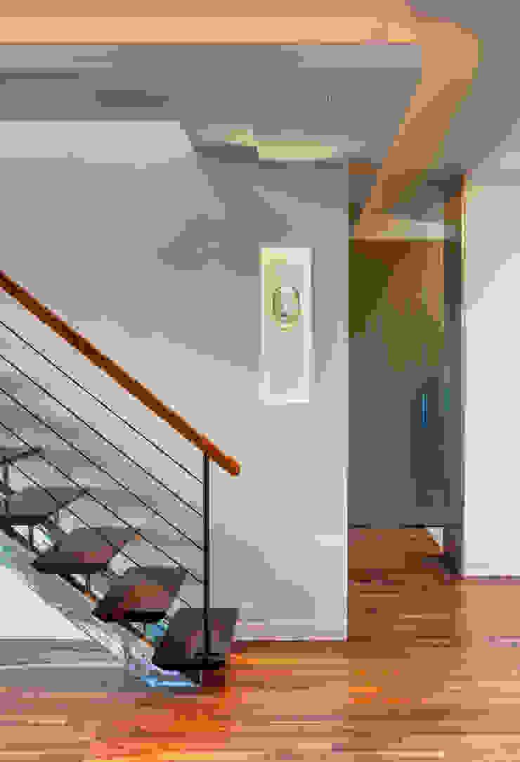 Moderne woonkamers van Lilian H. Weinreich Architects Modern