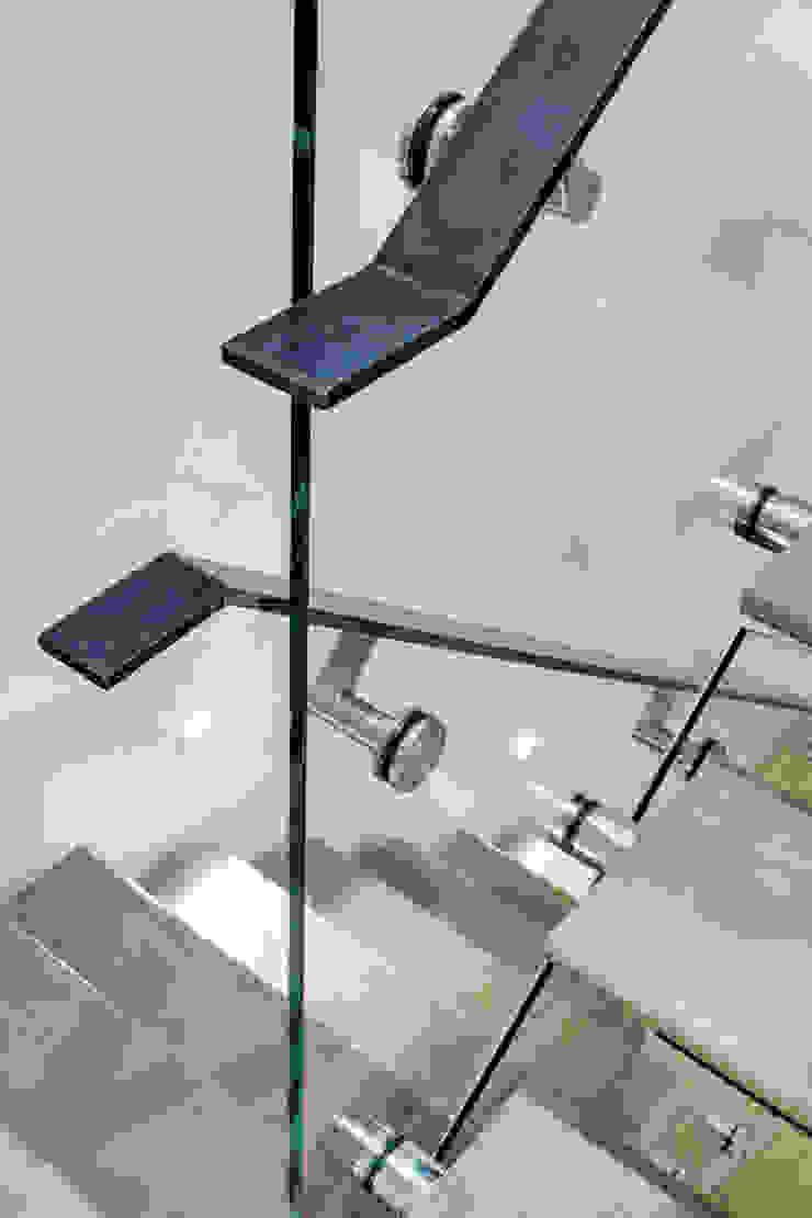 Duplex Stair Detail Modern Corridor, Hallway and Staircase by Lilian H. Weinreich Architects Modern