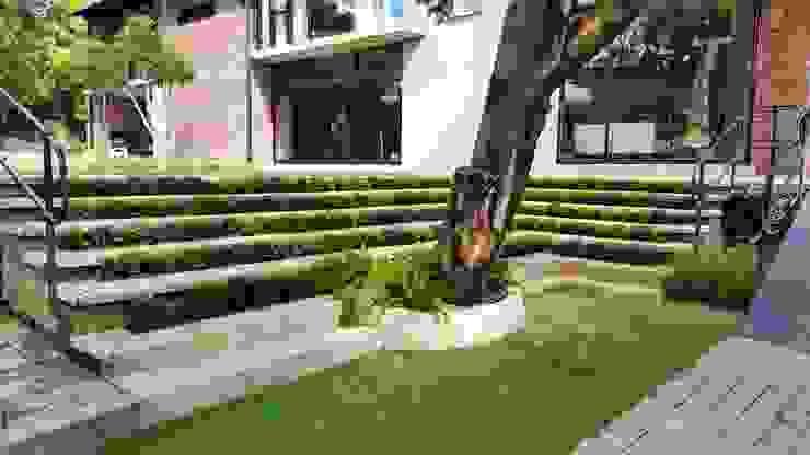 Lynnwood Strubenkop Estate Modern Corridor, Hallway and Staircase by Gorgeous Gardens Modern