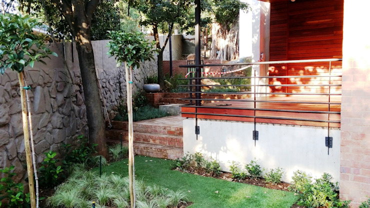 Modern Terrace by Gorgeous Gardens Modern
