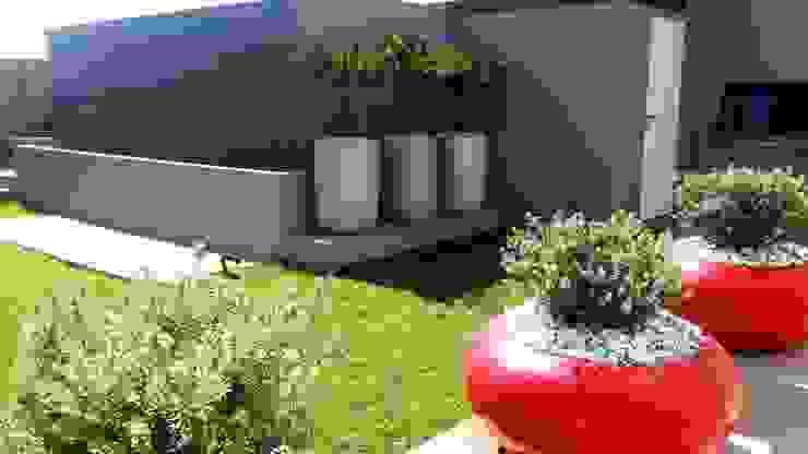 The Wilds Estate Modern Garden by Gorgeous Gardens Modern