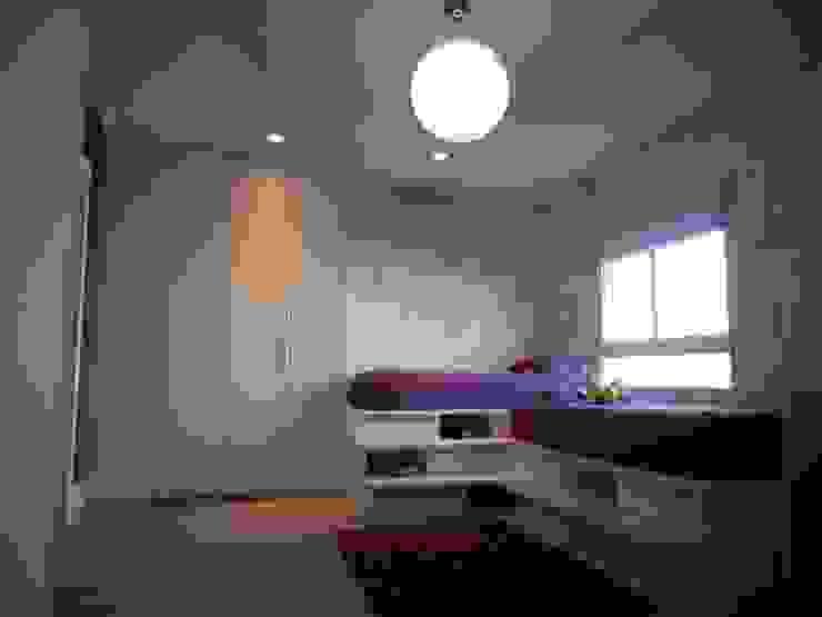 Metamorfose Arquitetura e Urbanismo Modern nursery/kids room