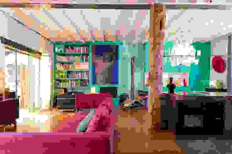 Salas modernas de Agence d'architecture intérieure Laurence Faure Moderno
