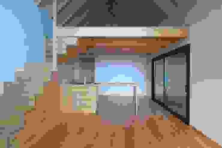 Cozinha_mezzanine Hotéis modernos por Mayer & Selders Arquitectura Moderno Madeira Acabamento em madeira