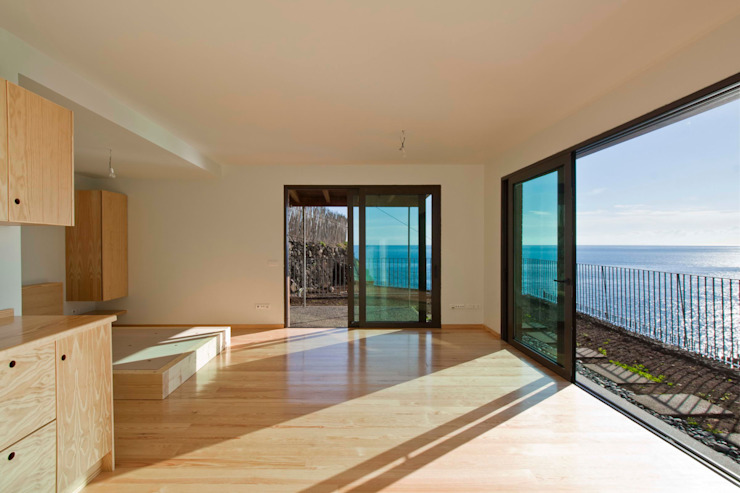 Sala de Estar Hotéis modernos por Mayer & Selders Arquitectura Moderno Madeira Acabamento em madeira