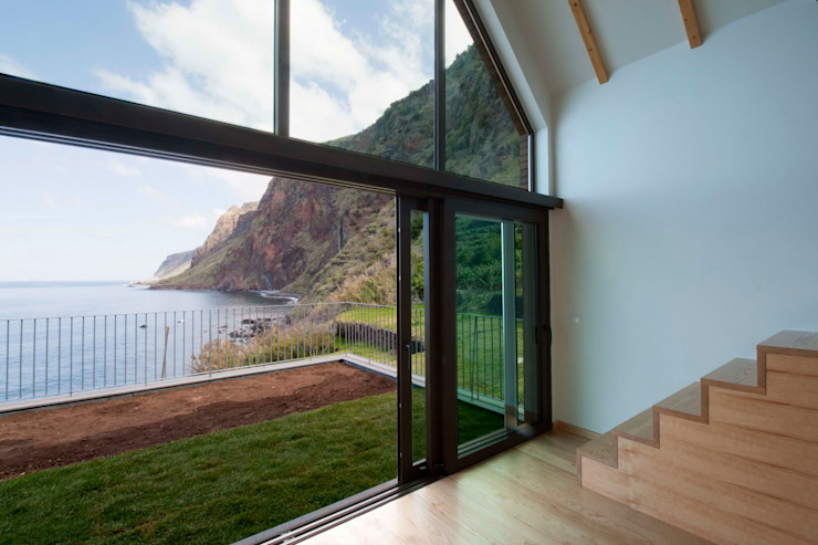 Sala de Estar_Vista mar/montanha Hotéis modernos por Mayer & Selders Arquitectura Moderno