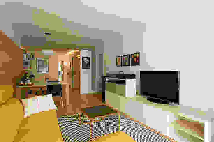 Apal Estudio Minimalist living room