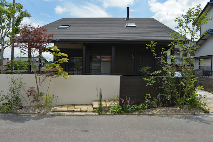 T's Garden Square Co.,Ltd. Modern home Wood Green