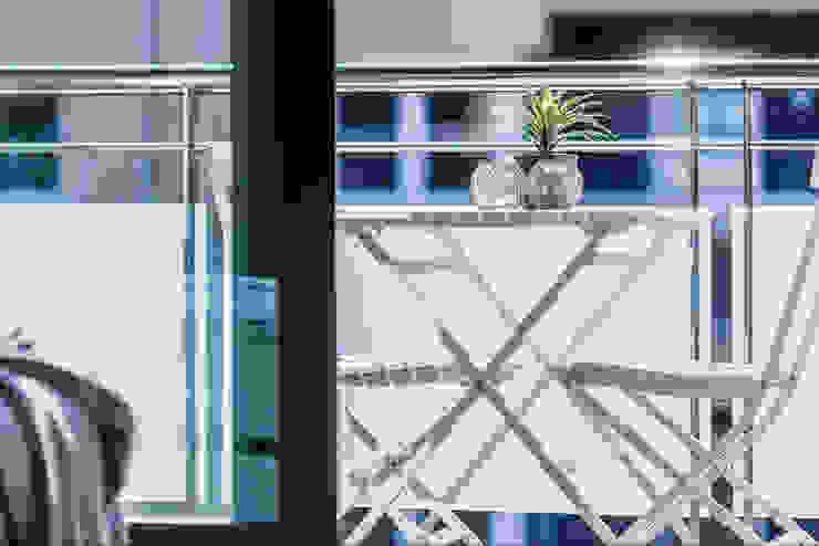 Balkon, Beranda & Teras Modern Oleh Estibaliz Martín Interiorismo Modern