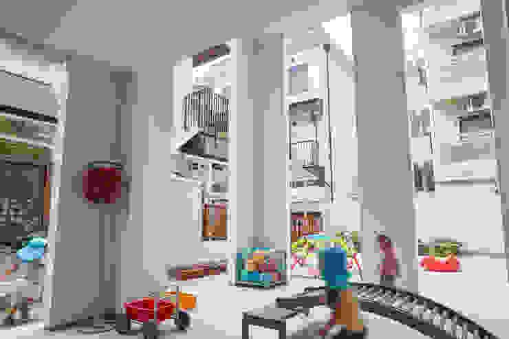 住居と園庭 モダンな庭 の 松浦荘太建築設計事務所 モダン