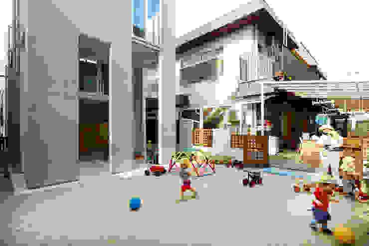 住居と園庭 松浦荘太建築設計事務所 モダンな庭