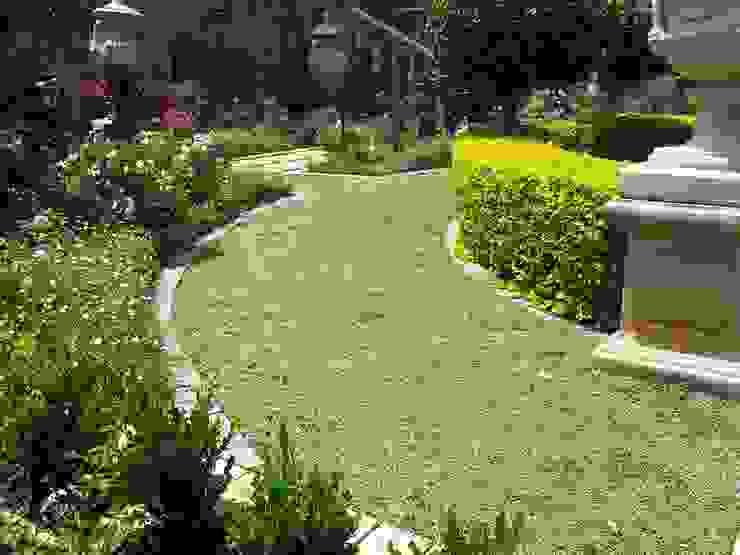 โดย Gorgeous Gardens โมเดิร์น