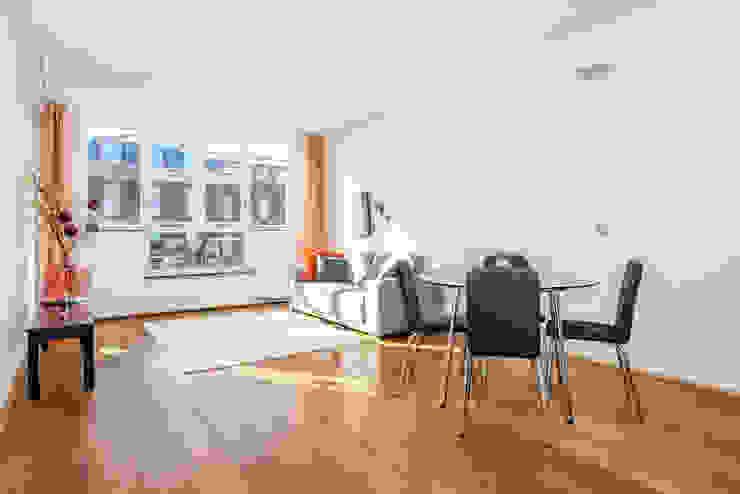 Na: Lichte woon/eetkamer met veel ruimte Aileen Martinia interior design - Amsterdam Moderne woonkamers