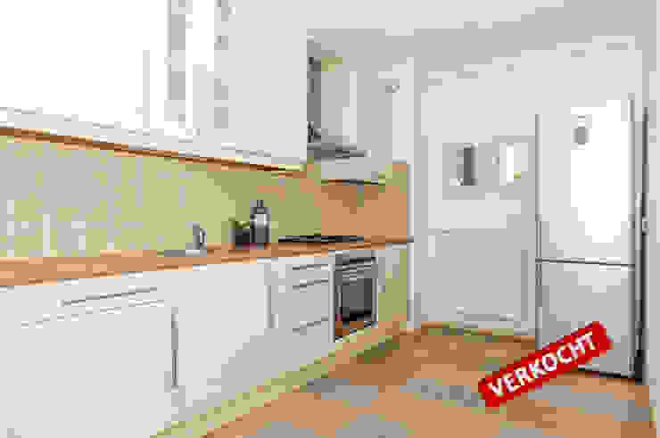 Spiegels doen wonderen! Moderne keukens van Aileen Martinia interior design - Amsterdam Modern Kunststof