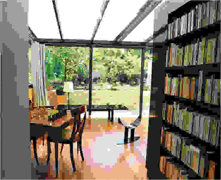 Maison au piano noir Salle à manger moderne par Agence d'architecture intérieure Laurence Faure Moderne