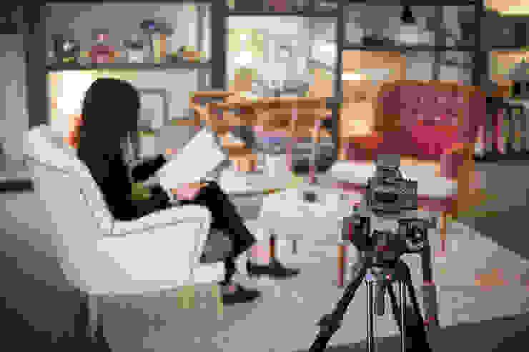 """<q class=""""-first"""">Making of</q> do vídeo para o novo site ShiStudio… por ShiStudio Interior Design Eclético"""