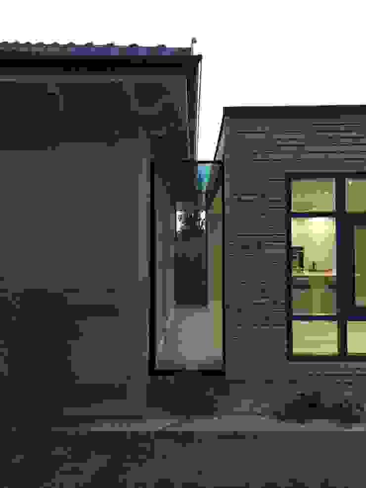 Westfields Lodge Modern corridor, hallway & stairs by Orange Design Studio Modern
