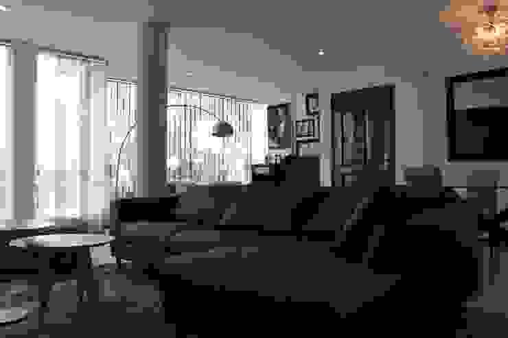 Sala Livings de estilo minimalista de Soluciones Técnicas y de Arquitectura Minimalista