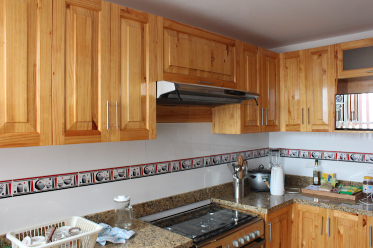 Classic style kitchen by Soluciones Técnicas y de Arquitectura Classic Chipboard