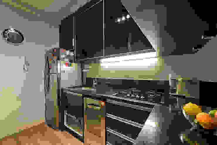 STUDIO DO JOVEM CASAL Cozinhas modernas por Karin Brenner Arquitetura e Engenharia Moderno