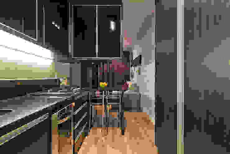 Moderne Küchen von Karin Brenner Arquitetura e Engenharia Modern