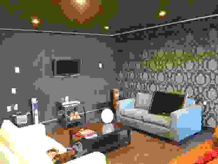 Casa PBE16 Salones modernos de Isóceles arquitectura Moderno Compuestos de madera y plástico