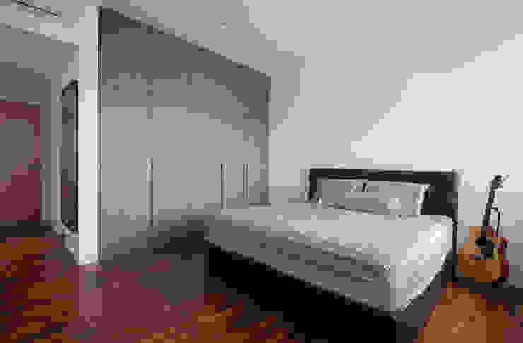 FERNWOOD TOWERS Scandinavian style bedroom by Eightytwo Pte Ltd Scandinavian