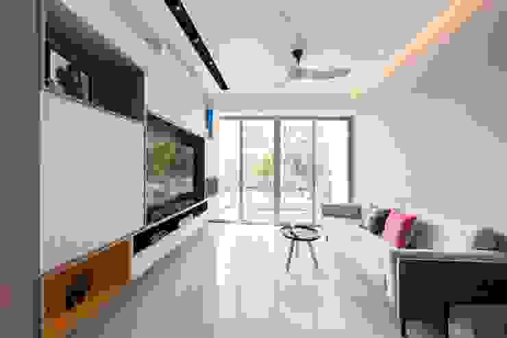 RIPPLE BAY Scandinavian style living room by Eightytwo Pte Ltd Scandinavian