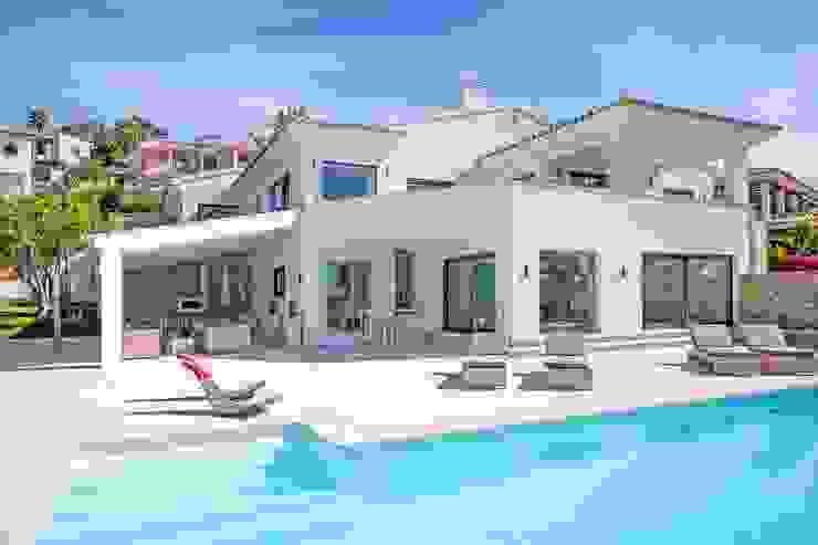 Fachada Actual Casas de estilo minimalista de ABAD Y COTONER, S.L. Minimalista