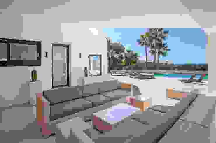 Terraza Balcones y terrazas minimalistas de ABAD Y COTONER, S.L. Minimalista