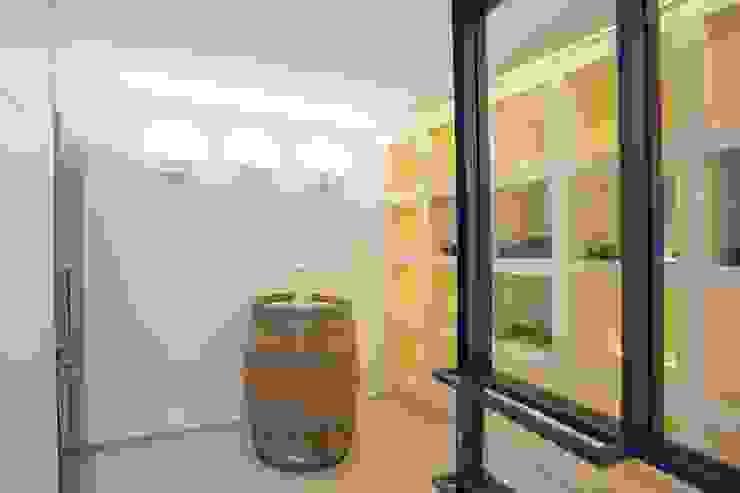 Bodega Salones minimalistas de ABAD Y COTONER, S.L. Minimalista