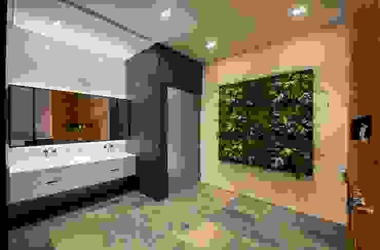 Moderne badkamers van Eightytwo Modern