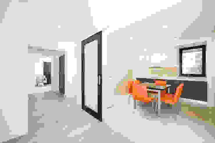 現代廚房設計點子、靈感&圖片 根據 Xavier Ávila arquitetos 現代風