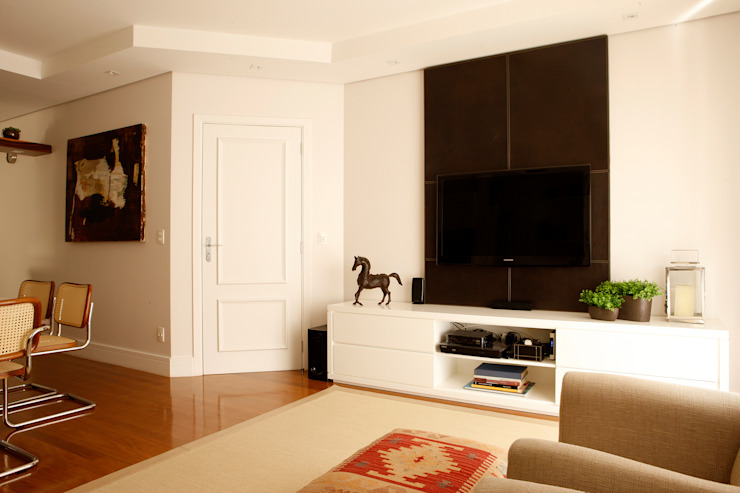 Classic style media room by Nice De Cara Arquitetura Classic
