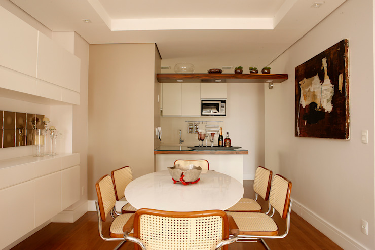 Classic style dining room by Nice De Cara Arquitetura Classic