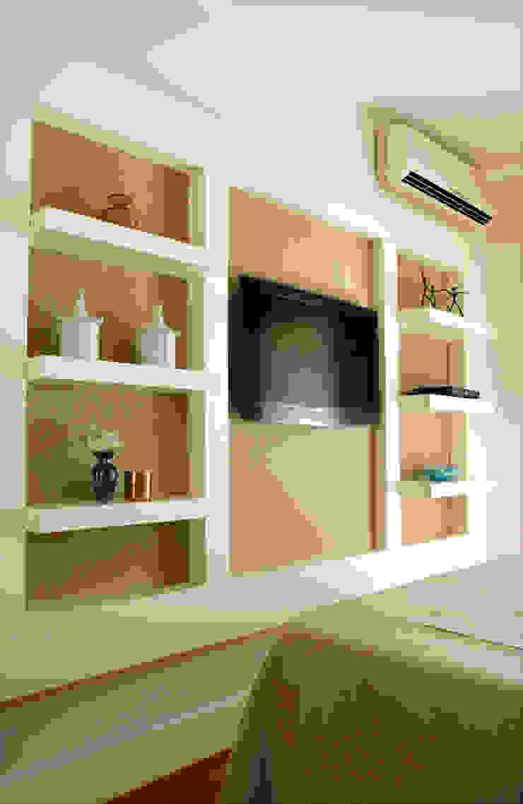 Classic style bedroom by Nice De Cara Arquitetura Classic