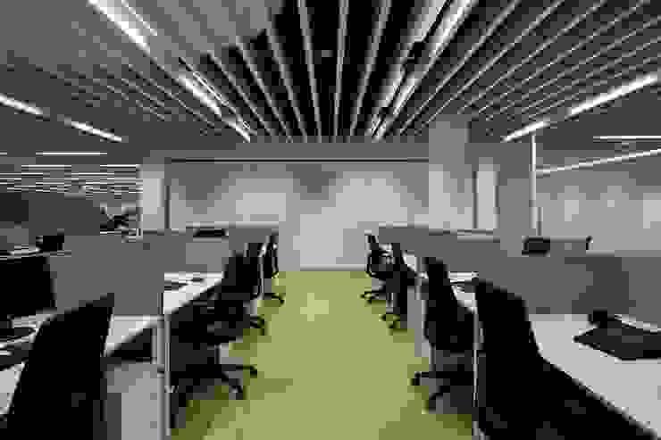 SONAE CAPITAL Escritórios modernos por Tralhão Design Center Moderno