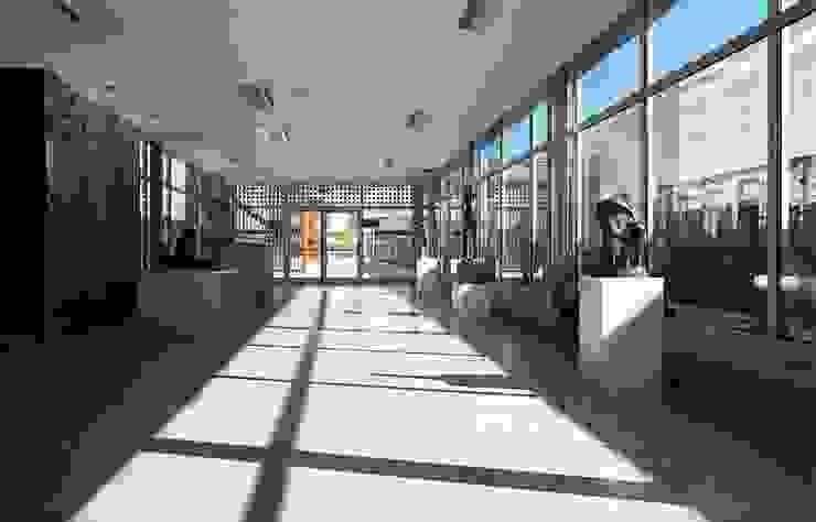 IDEALMED UNIDADE HOSPITALAR DE COIMBRA Clínicas modernas por Tralhão Design Center Moderno