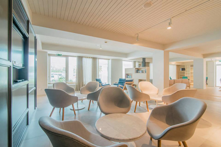 Modern hotels by Tralhão Design Center Modern