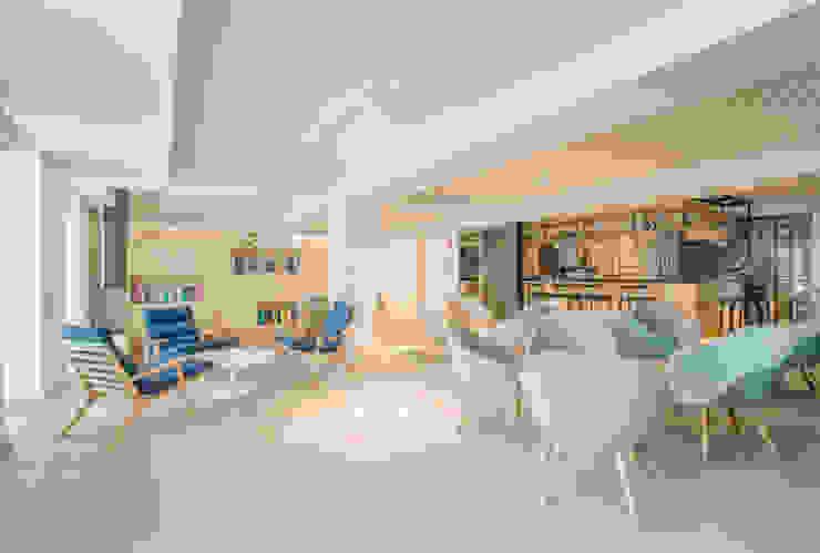 by Tralhão Design Center Modern