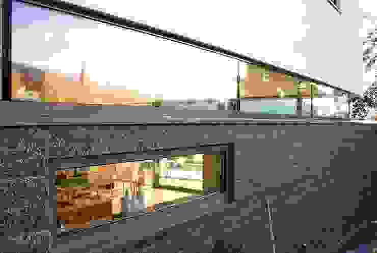 Modern Windows and Doors by WSM ARCHITEKTEN Modern