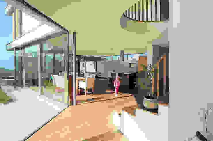 Couloir et hall d'entrée de style  par WSM ARCHITEKTEN, Moderne