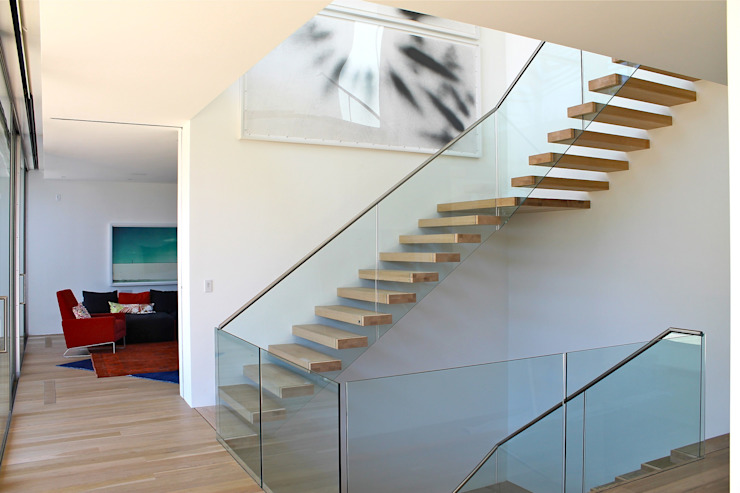Floating Steps of Beauty in Long Island Pasillos, vestíbulos y escaleras de estilo minimalista de EeStairs | Stairs and balustrades Minimalista Vidrio