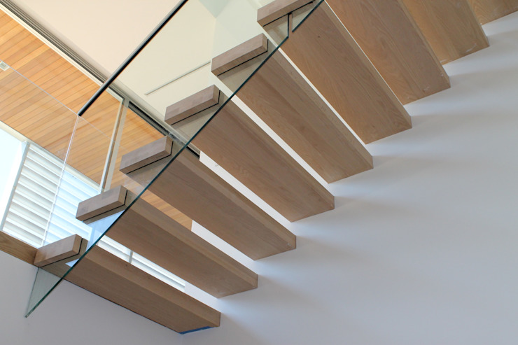 Floating Steps of Beauty in Long Island Pasillos, vestíbulos y escaleras de estilo minimalista de EeStairs | Stairs and balustrades Minimalista Madera Acabado en madera