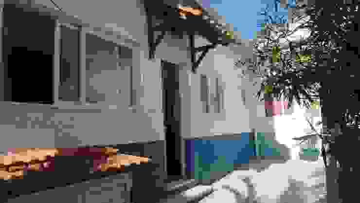 Reparação e pintura de moradia Casas mediterrânicas por Atádega Sociedade de Construções, Lda Mediterrânico