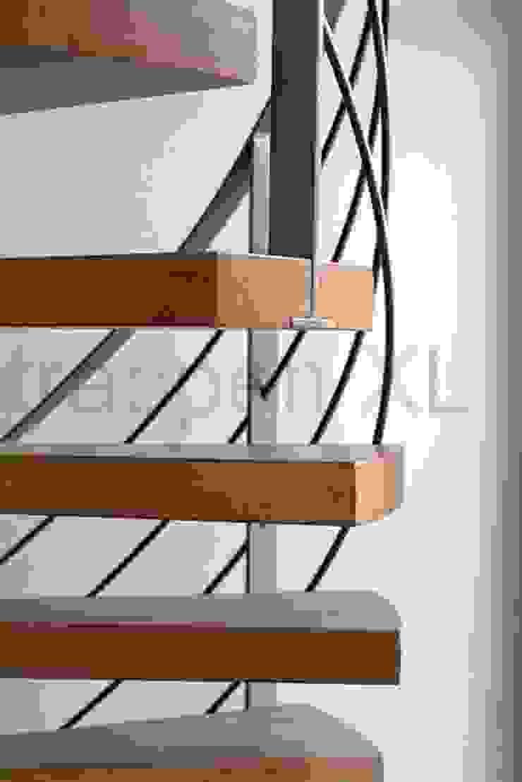 Een bijzonder trappenproject in Flevoland! Moderne exhibitieruimten van TrappenXL Modern IJzer / Staal