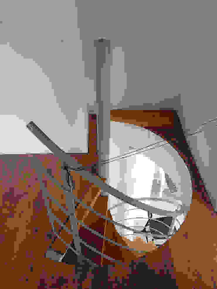 Centre d'expositions modernes par TrappenXL Moderne Fer / Acier