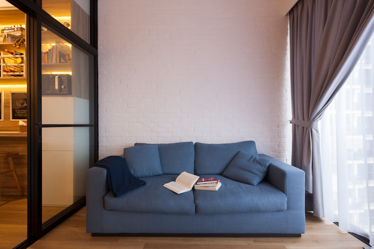 BOATHOUSE RESIDENCES Scandinavian style living room by Eightytwo Pte Ltd Scandinavian
