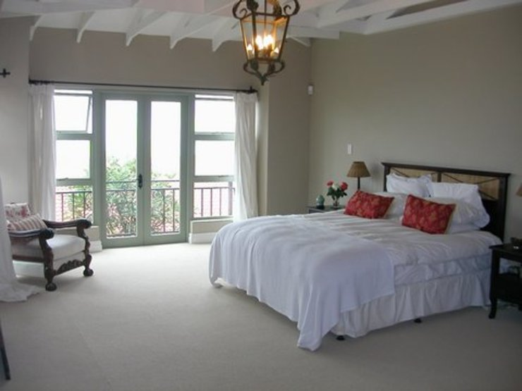 Main bedroom: classic  by Finely Found It Interiors, Classic Flax/Linen Pink