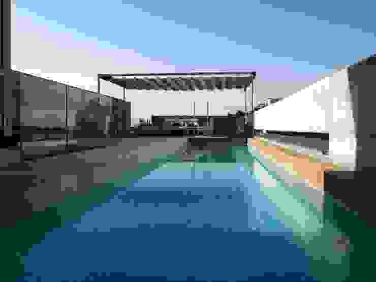 piscina Piscinas de estilo moderno de Reformmia Moderno